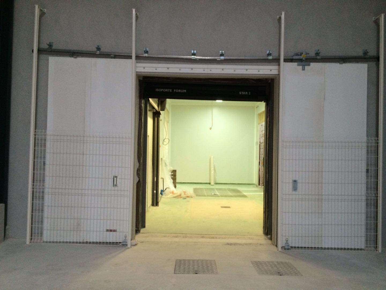 Installation de porte coupe-feu à deux vantaux